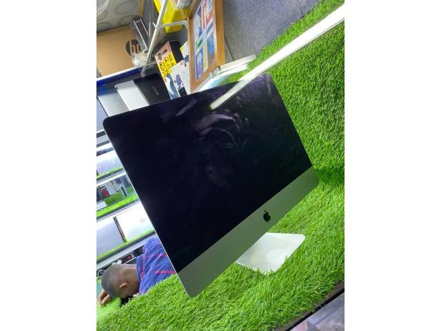iMac 2014.  intel core I5  - 4/8