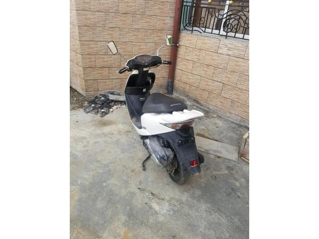 Scooter a vendre - 1/3